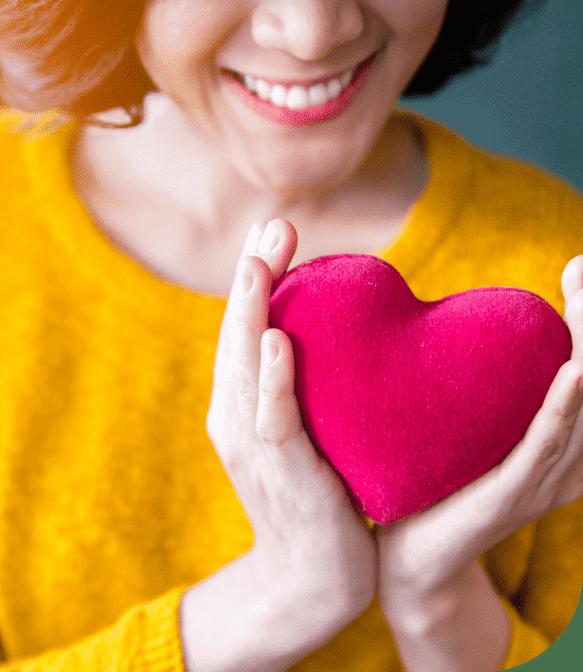 femme avec un cœur